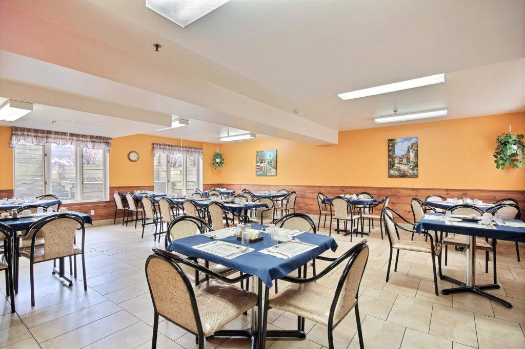 groupe-vitae-salle-manger-manoir-de-la-riviere